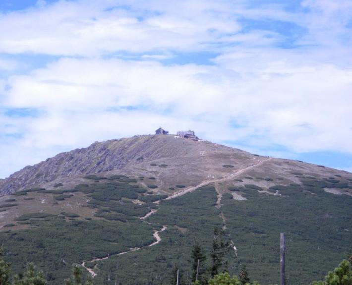Sněžka s poštovnou na vrcholu