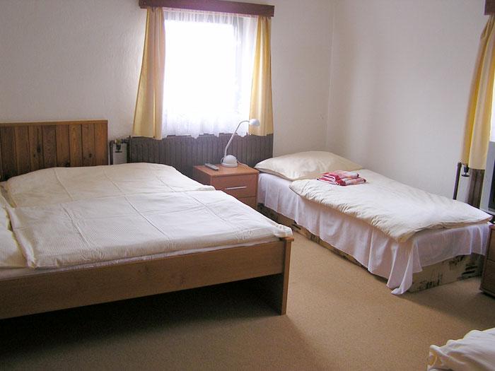 Třílůžkový pokoj v Chatě Na Skalce